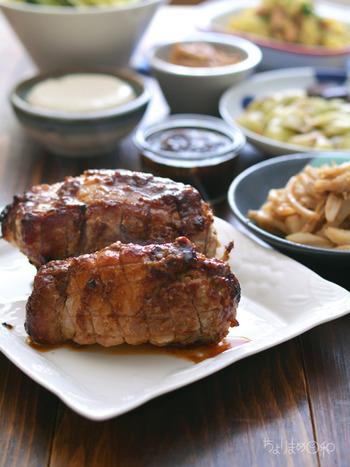 お客様を迎える日には、豚肉のブロックを1kg豪快に仕込んでメインに。副菜は野菜をたっぷり、おかずにも、おつまみにもなるのです。