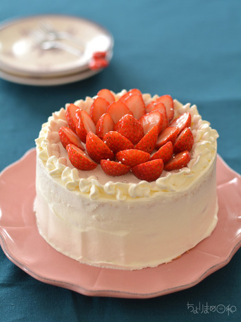 特別な日の食卓には、手作りケーキも欠かせません。