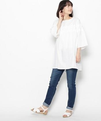 チュニックタイプなら、細身のパンツとあわせてスッキリと着こなせます!