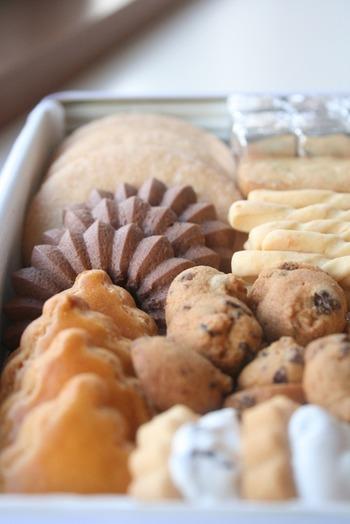 素朴でシンプル。「甘さ」によるごまかしのない優しい味わいのクッキーは、添加物を使っておらず、どこか懐かしくて頬張るたびにほっこりと心を和ませてくれます。