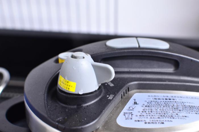 ワンダーシェフ オースプラス圧力鍋は、超高圧と高圧を切り替えることができますので、料理の幅が広がります。また、フタの開け閉めは、プッシュボタンを押すだけなので、初心者にもとても使いやすいそうです。