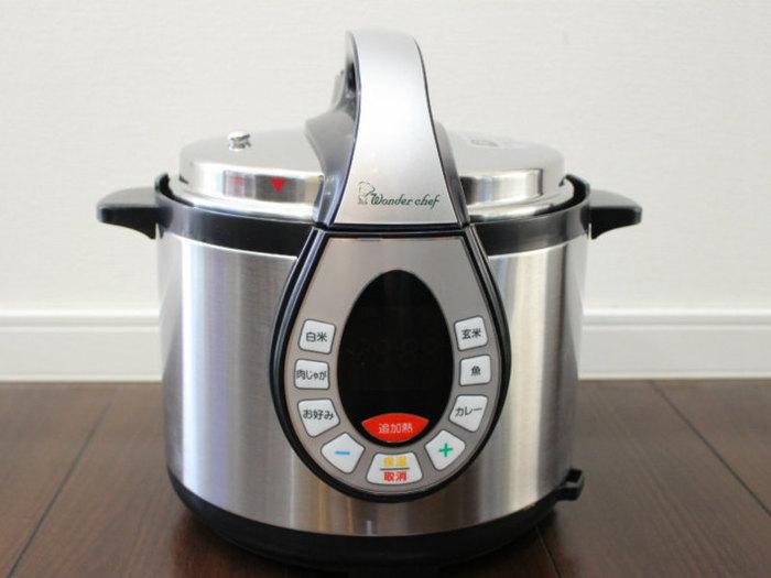 圧力鍋は使い方がむずかしそう…という方には、ワンダーシェフの家電シリーズ「e-wonder」の電気圧力鍋もおすすめ。ボタンを押すだけで、火力調節も必要ありません。