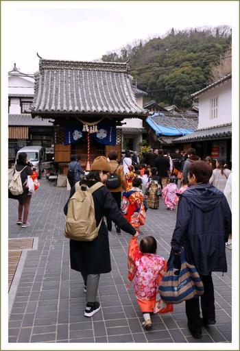 商業の繁栄を願い毎年10月に行われる祭礼は、町の行事として欠かせないものとなっていて、多くの人で賑わいます。