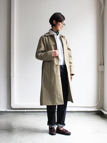 スタンダードなデザインのステンカラーコートです。どんなお洋服をインしても上品な大人顔の私にしてくれますよ。