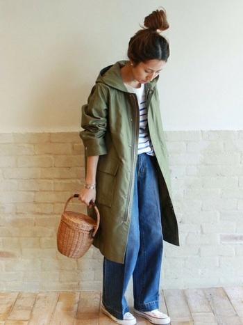 ミリタリーテイストが可愛いフーデッドコートです。大きなポケットがアクセントになっていて、カジュアル~きれいめまで、幅広い着こなしが楽しめそうですね。