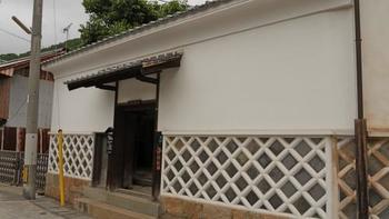 「光本邸」は、江戸期に建築された、重要文化財「復古館」の離れ座敷。現在は竹原市の文化活動の場、観光客の休憩所として活用されています。