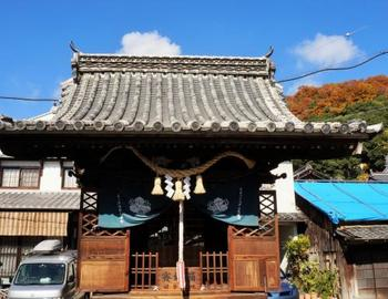 """旧笠井邸から""""本町通り""""を真っ直ぐ進むと、突き当りに「胡堂(えびすどう)」があります。ここは映画『時をかける少女』のロケ地とも知られています。"""