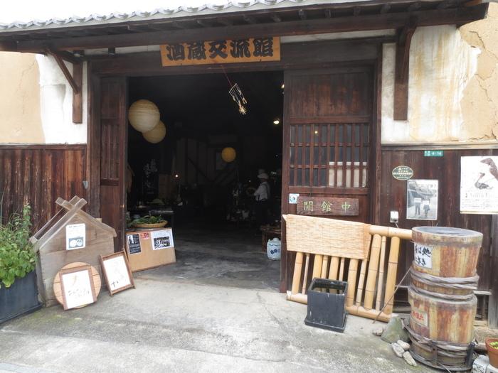 竹原の三蔵元の一つ「藤井酒造」の酒蔵を開放した「酒造交流館」。竹鶴酒造同様に日本酒の試飲ができます。伝統の酒造りで醸された「龍勢」は、限定流通の特別純米酒。日本酒好きなら、ぜひお土産に。