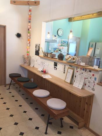 店内のカフェスペースはカウンター席のみですが、落ち着いてほっこりまったりできる空間です。