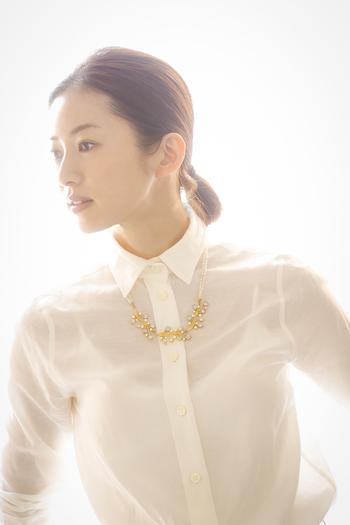 そんなCISOLASSEのクリエイティブ・ ディレクターを務めているのが、モデルの高垣麗子さんです。数々のファッション雑誌で活躍する人気モデルで、見た目の美しさだけでなく、食へのこだわりや丁寧なライフスタイルなども多くの女性から支持を集めています。