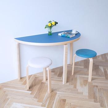 憧れの北欧家具ブランド「artek(アルテック)」のテーブルとスツールが、今だけ通常価格よりお得にセットで手に入れられちゃいます。つくり手の思いも使い勝手も何もかも素晴らしいartek(アルテック)の名作アイテムなので、是非チェックしたいですね!