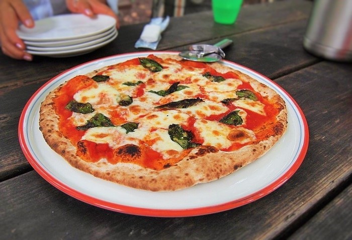 生地に天然酵母を使い、石窯で焼き上げる7種類のピッツァは4月以降のメニュー。夏はすぐに売り切れてしまうそうです。