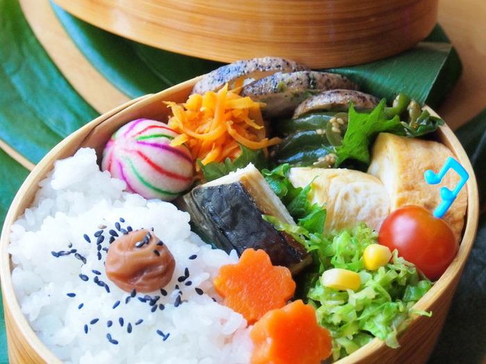 可愛らしい模様の「手毬麩」は、ひとつ添えるだけでお弁当が華やかになります。高野豆腐やしいたけと一緒に、煮物に取り入れてみてはいかがですか?