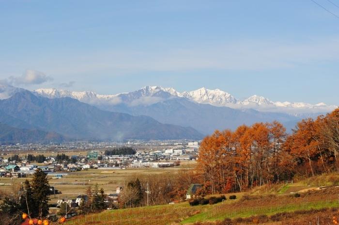 「池田町立美術館」から、安曇野と北アルプスの眺め。