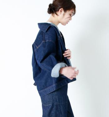 春の定番アウターの「Gジャン」「デニムジャケット」ですが、今年はオーバーシルエットサイズがトレンドです。ただ、着こなしによっては野暮ったく見えてしまう可能性も・・・。そこで今回は、オーバーサイズの「Gジャン」「デニムジャケット」の素敵な着こなし&コーディネートをご紹介します。