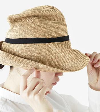 mature ha.(マチュアーハ)は、帽子のある毎日、帽子を当たり前にかぶる毎日を楽しんでほしい、という思いから神戸で生まれたブランド。折り畳んでシャツのように収納できる「BOXED HAT」をはじめ、シンプルで使いやすいデザインが魅力です。