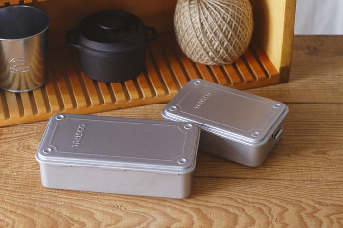 業務用工具箱として作られている「TRUSCO(トラスコ)」のツールボックス。無駄のないシンプルなデザインと頑丈な作りは、普段使いのアイテムとして人気です。インテリアにもすっきりと馴染み、使い勝手が良いのが魅力なんです。