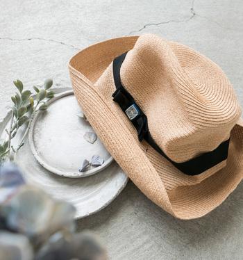 BIRDS' WORDS(バーズワーズ)とコラボした、ボタンのアクセントが印象的な帽子。ボタンは全部で5種類。お好みでのものを選んでみてくださいね。