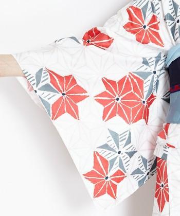 着物って高価でお手入れも大変なのでは?とおもいますよね。確かにそういったいわゆる高級着物もありますが、最近では洗濯機で洗える着物も登場!ふだん着物としてもおすすめです。