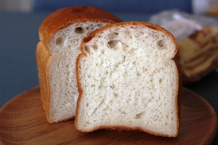 米粉は100%が地元・美唄産。外は弾力があり、中はしっとりしているのが米粉パンの食感です。