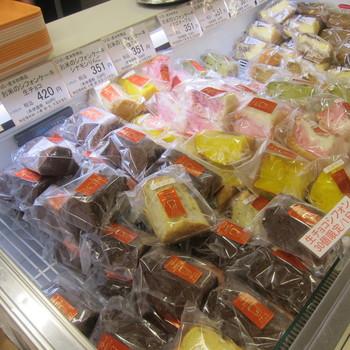 種類が豊富で、プレーンをはじめ、いちごマーブル・抹茶・シナモンりんご・オレンジ・紅茶など・10種類前後のシフォンケーキがあります。