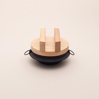 隠れた人気商品の「ご飯釜」。 写真は鉄のものですが、アルミのものやサイズも豊富に扱っているそうです。