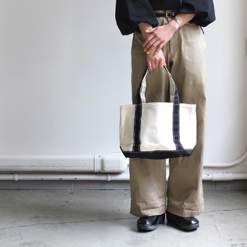 テンベアのベーシックライン「OPEN TOTE」シリーズ。普遍的なデザインで、ユニセックスでお使いいただけます。スモールサイズはお弁当用にもぴったり♪中には、きちんと小さなポケットも付いています。