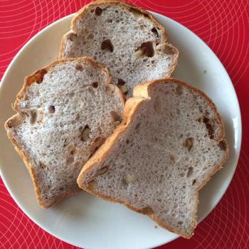 クルミ食パンは生地がしっとり。クルミの香ばしさが良いアクセントに!