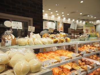 駅ビル内ということもあり、夕方でもパンの種類や在庫が豊富なのもありがたいですね。 子どもが喜びそうなパンも沢山あります。