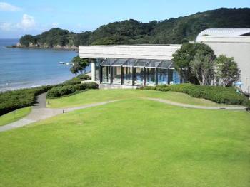 タラサ志摩ホテル&リゾートは、日本に初めてタラソテラピーを体験出来る施設として誕生しました。理想的な伊勢志摩の海洋性気候のもと、質の良い海水を1人に1~1.5トンもの量を使用するタラソテラピーは、国内でもここだけしか体験出来ません。本格的なタラソテラピーがもたらす究極の癒しをご体験下さい。