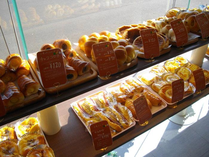 種類豊富な調理パンも魅力的で、美味しそうなパンを目の前に、あれもこれも買って帰りたくなります♪お値段も意外とリーズナブル。これなら、気軽に立ち寄る事が出来ますね!