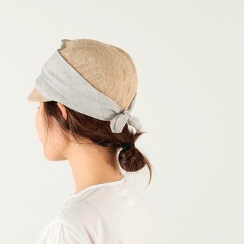 通気性バツグンのjute scarf cap。こんなにフェミニンにかぶれるワークキャップはなかなかありません。