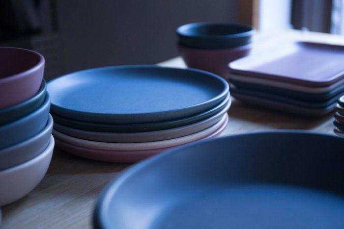 SUEKIと言えば、「OOTANI」シリーズ。プレートやボウル、カップなど、シンプルで落ち着きのあるデザインが魅力です。