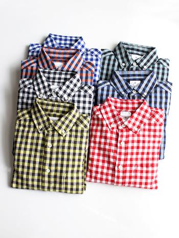 ナチュラルな風合いが嬉しい、コットンリネンのボタンダウンシャツ。ビックギンガムなので、カジュアルになりすぎないかわいらしい雰囲気。
