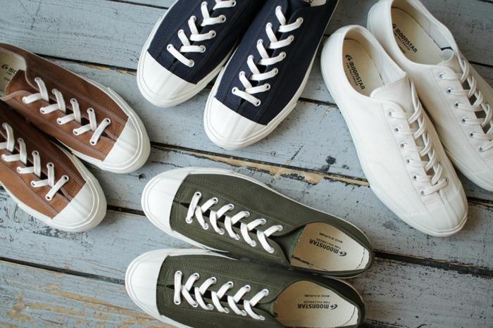 靴ひもを調節することによってサイズの変更ができるので、靴下を重ね履きしても厚めのタイツを履いても安心!