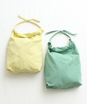 こちらは米袋をモチーフにしたという、ちょっとユニークなナイロンバッグ。どちらも優しいカラーリングで、気持ちを穏やかにしてくれそう♪