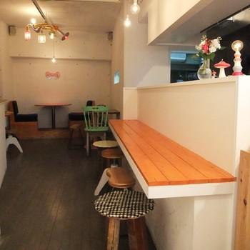 店内はパン屋さんのイートインスペースというイメージを遥かに超えて、こだわりの可愛らしいカフェ空間が広がっています。