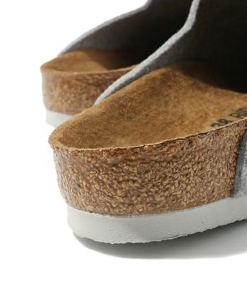 履き心地の良さの秘密は、足の形に合わせてこだわり抜かれた独特のインソールの形にありました。