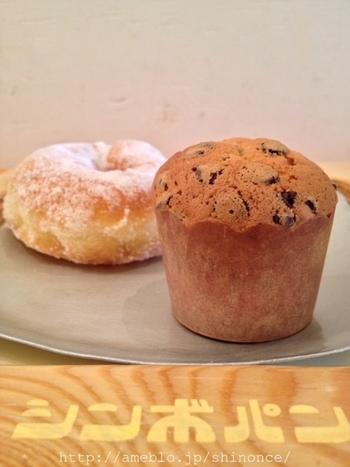 お店オリジナルのプレートに盛り付けたパンやドーナツは、味にも見た目にも満足。そしてほっこり癒されます。 テイクアウトもイートインどちらもオススメの、立川一押しのパン屋さんです。