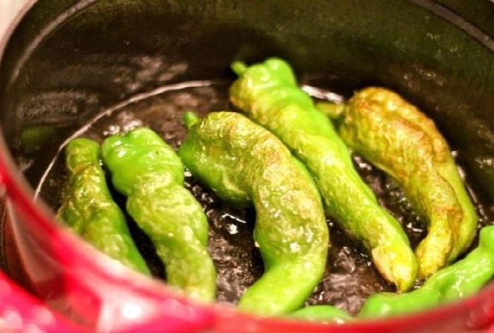 4月ごろから出回りはじめる辛みの少ない唐辛子「甘長とうがらし」。調理のポイントは。↓↓↓