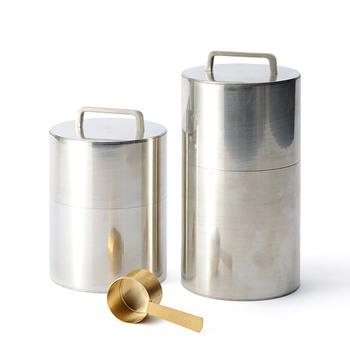 ブリキ製のコーヒー缶です。200gと300gの2サイズがあります。