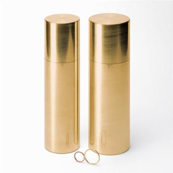パスタ缶にはパスタメジャーがついています。茶筒の機密性をパスタ缶に応用するという新しい発想です。