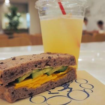 美味しいパンやサンドイッチでホッと一息つける、おすすめのオシャレなパン屋さんです。