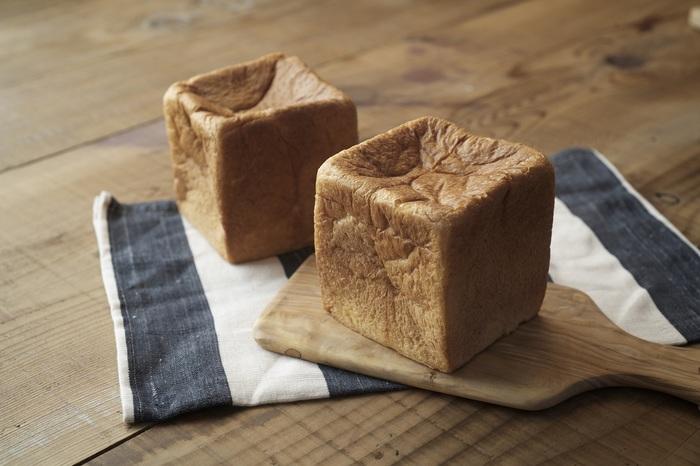 オススメのパンは、日本の名品 食パン10選に選ばれた一番人気の食パン「ムー」。 「ムー」を使用した鉄板フレンチトースは、オーダーを受けてからじっくり焼き上げるので、ふわふわの出来立てで、リッチな味わいが自慢です。