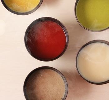 その想いから誕生したお味噌汁は、見た目もカラフルでお味噌汁というよりも野菜ポタージュのよう。