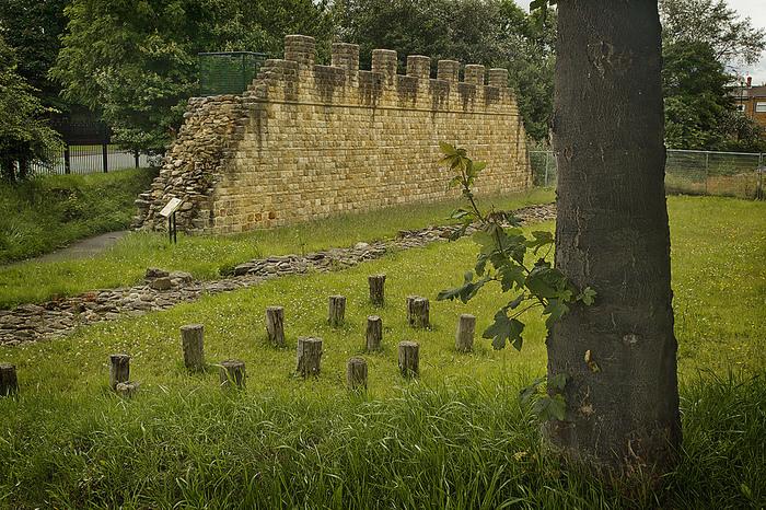 壁の規模は場所によっても異なりますが、高いところでは4〜5mの高さになったと言われています。