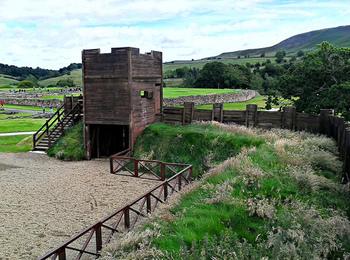 約1.5kmごとに監視台が設置され、6kmごとにローマ兵が守る要塞も築かれたと伝えられています。