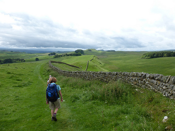 なかにはハドリアヌスの長城の全域約120kmを踏破する強者もいるとか。もちろん一部分だけを歩くツアーも用意されていますよ。周りに広がる景色も最高なのでイギリスを訪れた時にはぜひ歩いてみてくださいね。