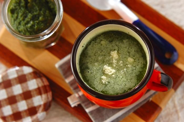 ほうれん草をたっぷり使ったスープで、元気に朝をはじめたいですね。スパイスが効いていて食欲をそそります。