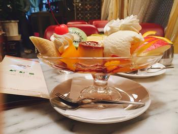 プリンやアイス、フルーツがたっぷり盛られた「プリンローヤル」は、ドレミの看板メニュー。お友達同士でシェアして楽しめる懐かしいお味。